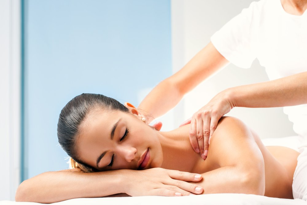 Chiropractor with massage therapy